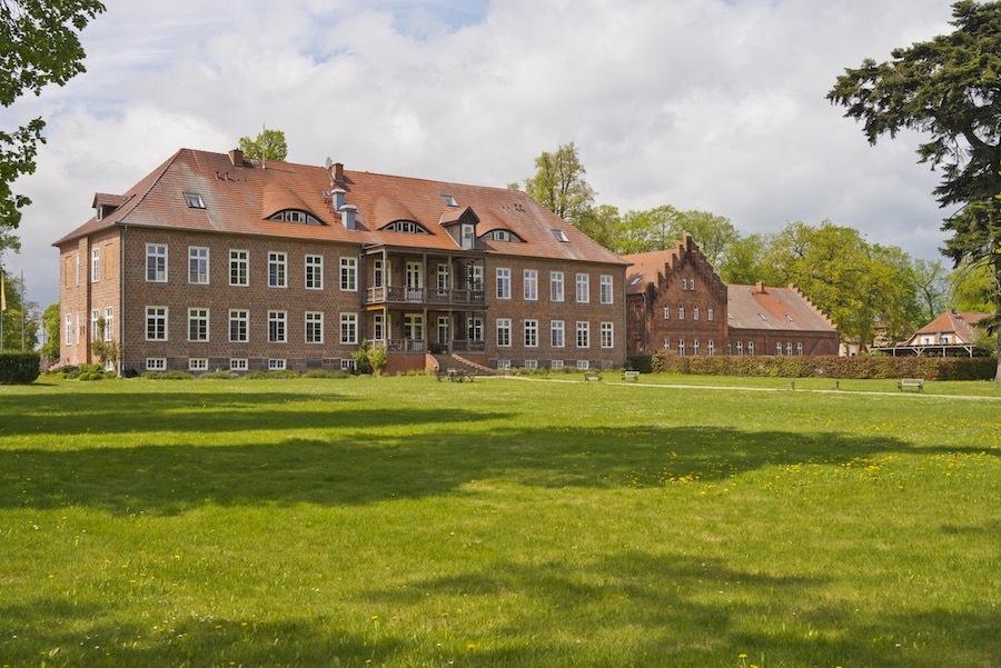 gutshaus-ludorf-aussenanlage-13